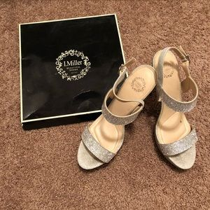 Shoes - Beautiful Sparkling Silver Heels